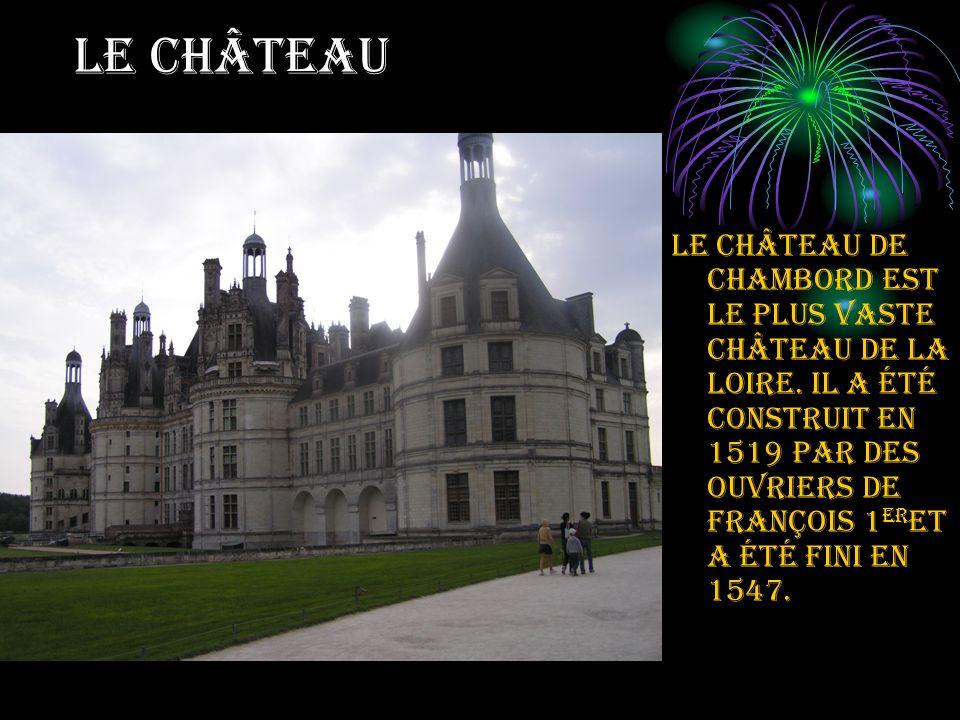 LE CHÂTEAU Le château de Chambord est le plus vaste château de la Loire.