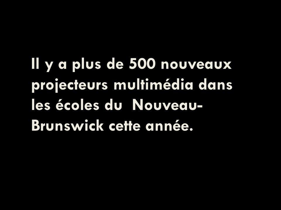 Il y a plus de 500 nouveaux projecteurs multimédia dans les écoles du Nouveau- Brunswick cette année.