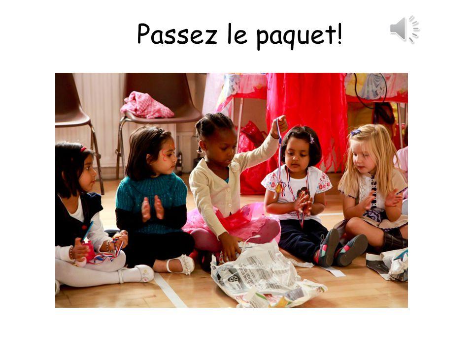 Vocabulaire Cest de quelle couleur? What colour is it? Cest (bleu)Its blue Bravo! Well done! On continue!Lets continue!