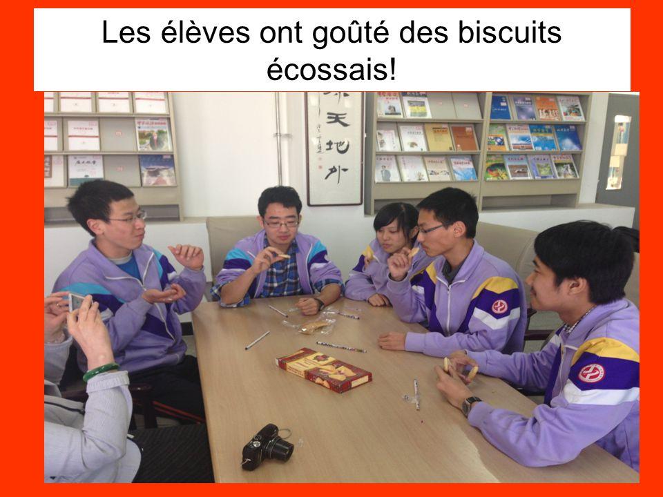 Les élèves ont goûté des biscuits écossais!