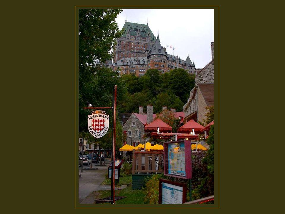 Jusqu en 1893, de nombreux agrandissement ont été réalisés, dont laile de la Citadelle en 1899, laile de la rue Mont-Carmel en 1908 et des ailes de la rue Saint- Louis et de la Tour Centrale en 1920 et 1924.