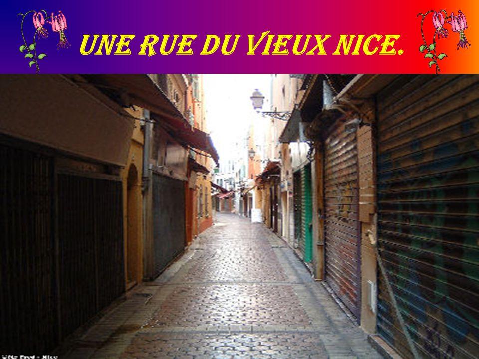 Une rue du vieux Nice.