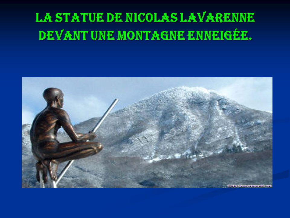 La statue de Nicolas Lavarenne devant une montagne enneigée.