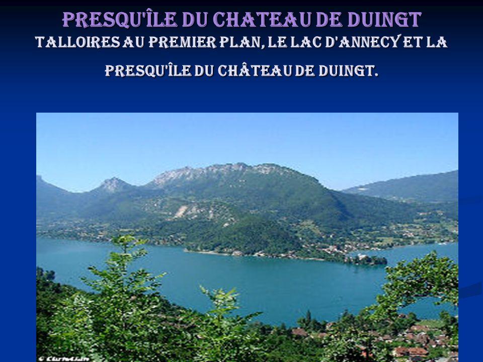 Presqu'île du Chateau de Duingt Talloires au premier plan, le lac d'Annecy et la presqu'île du Château de Duingt.