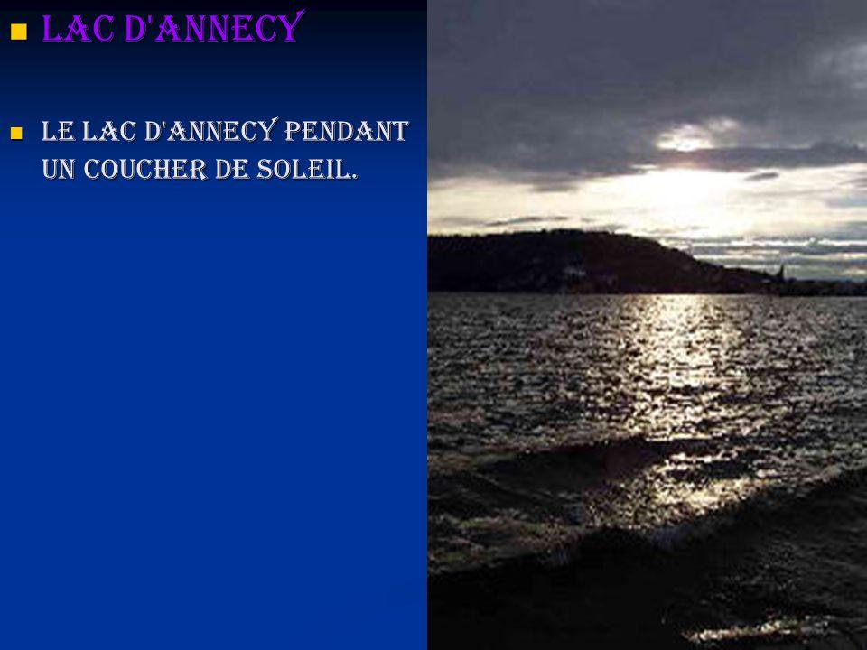 Lac d'Annecy Lac d'Annecy Le lac d'Annecy pendant un coucher de soleil. Le lac d'Annecy pendant un coucher de soleil.