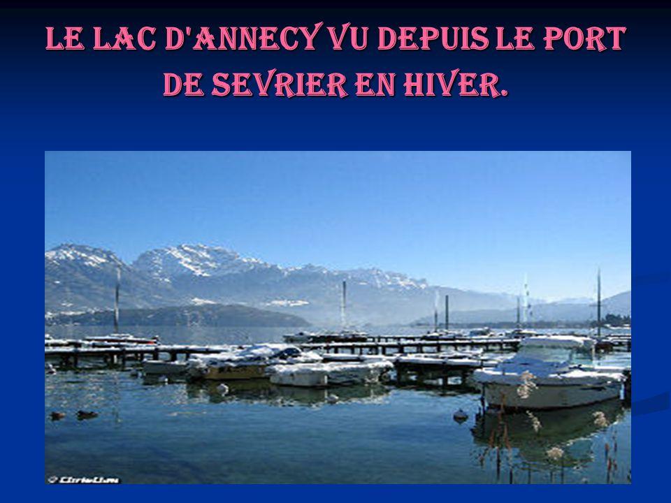 Le lac d'Annecy vu depuis le port de Sevrier en hiver.