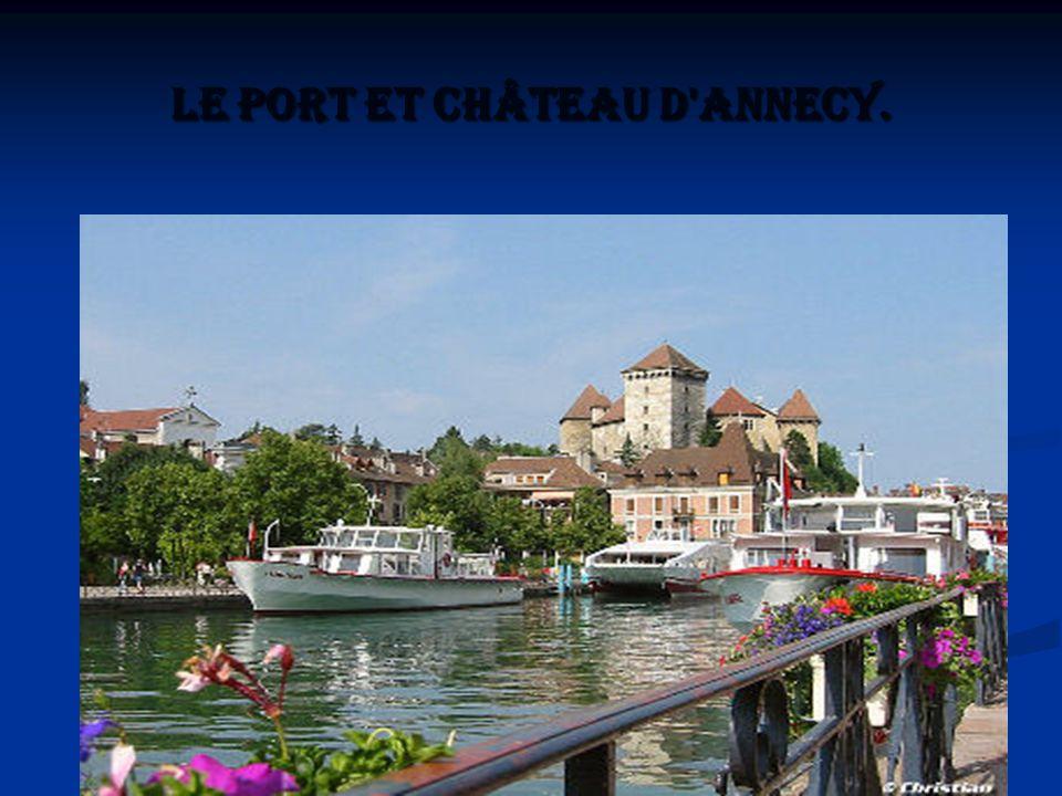 Le port et château d'Annecy.