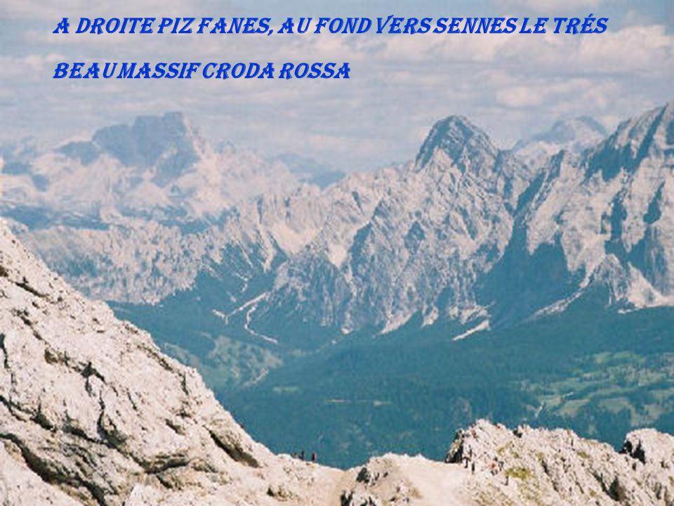 A droite Piz Fanes, au fond vers Sennes le trés beau massif Croda Rossa
