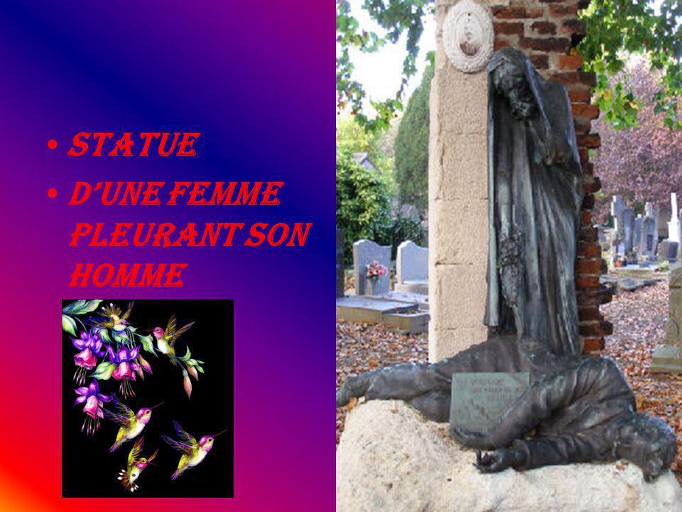Statue dune Femme pleurant son homme