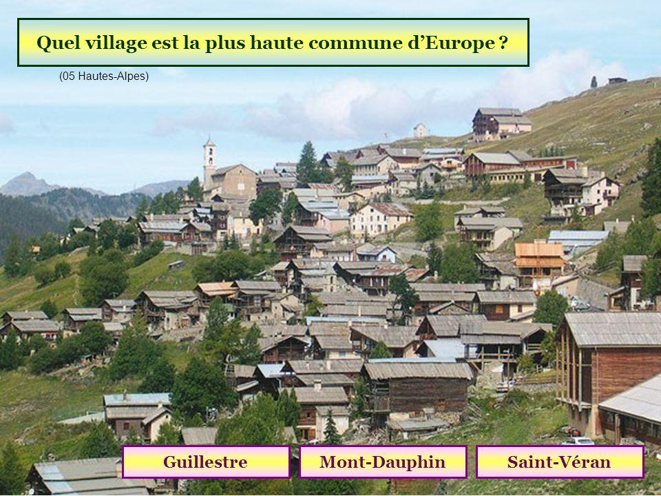 Dans quel village peut-on voir « Les Pénitents » ? BarcelonnetteLes MéesOraison (04 Alpes de Haute-Provence)