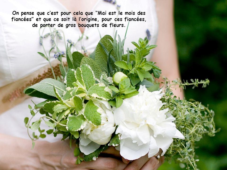 Pourtant, pour masquer ces mauvaises odeurs, les fiancées portaient dénormes bouquets de fleurs destinées à masquer les effluves émanant de leurs part
