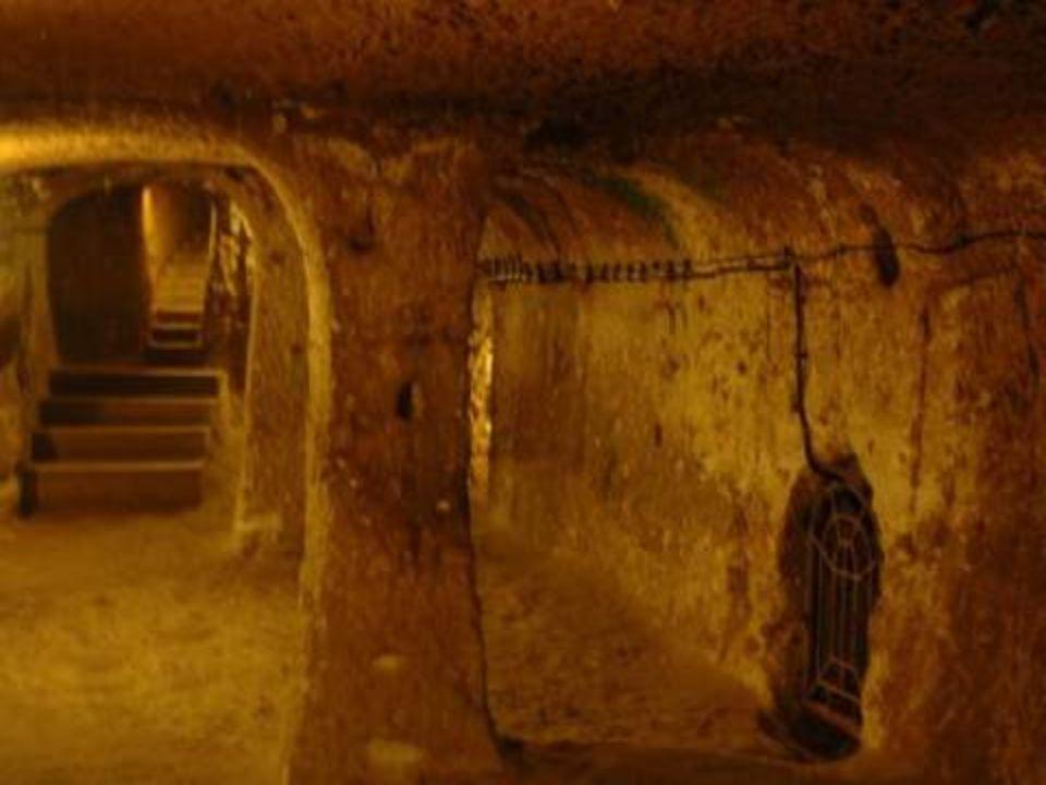 L'historien grec Jenofonte a parlé des villes souterraines de cette zone. Anabasis a expliqué que les peuples qui ont vécu en Anatolie avaient creusé