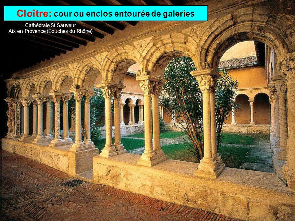 Abbaye: monastère ou couvent sous la direction dun abbé Abbaye St-Martin du Canigou à Casteil (Pyrénées-Orientales)