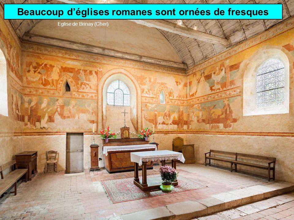 Architecture gothiqueArchitecture romane Ouvertures limitéesNombreux vitraux Eglise St-Julien dAxiat (Ariège) Cathédrale St-Etienne dAuxerre (Yonne)