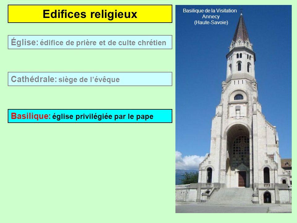 Edifices religieux Cathédrale: siège de lévêque Église: édifice de prière et de culte chrétien Cathédrale St-Maclou Pontoise (Val-dOise)