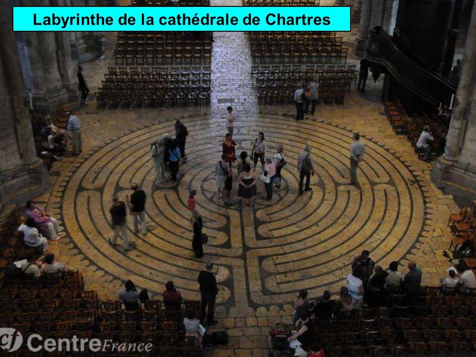 Beaucoup de cathédrales possèdent un labyrinthe Cathédrale ND dAmiens
