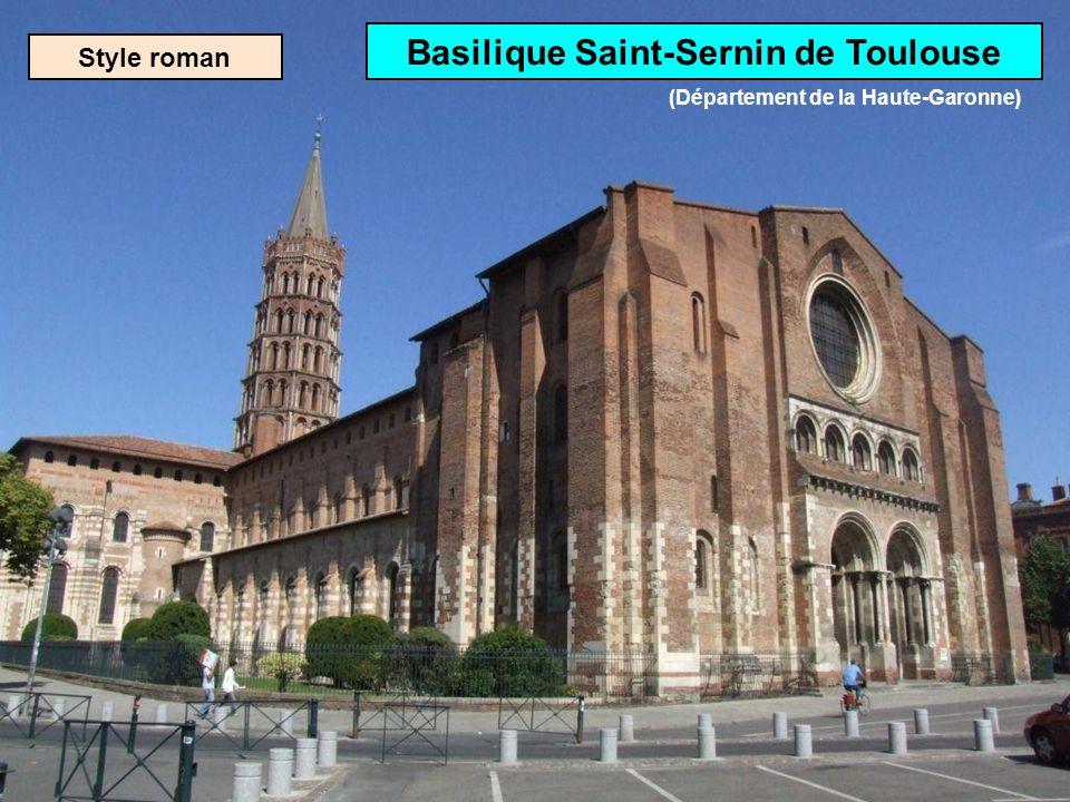 Style roman Cathédrale St-Pierre dAngoulême (Département de la Charente)