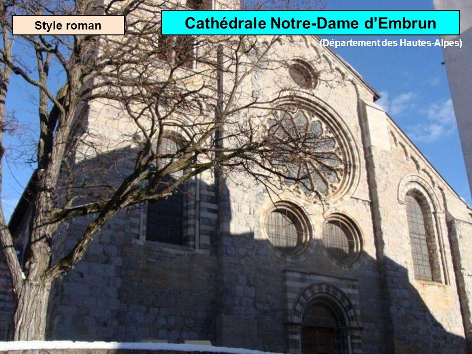 Style roman Abbatiale Saint-Austremoine à Issoire (Département du Puy-de-Dôme)