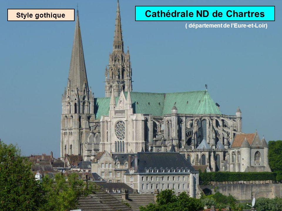 Vitrail de la cathédrale de Bourges: lAnnonciation