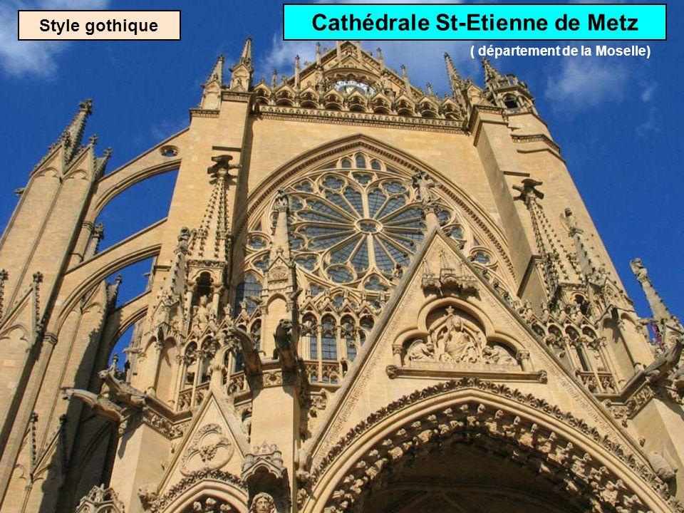 Style gothique Cathédrale Sainte-Croix dOrléans ( département du Loiret)