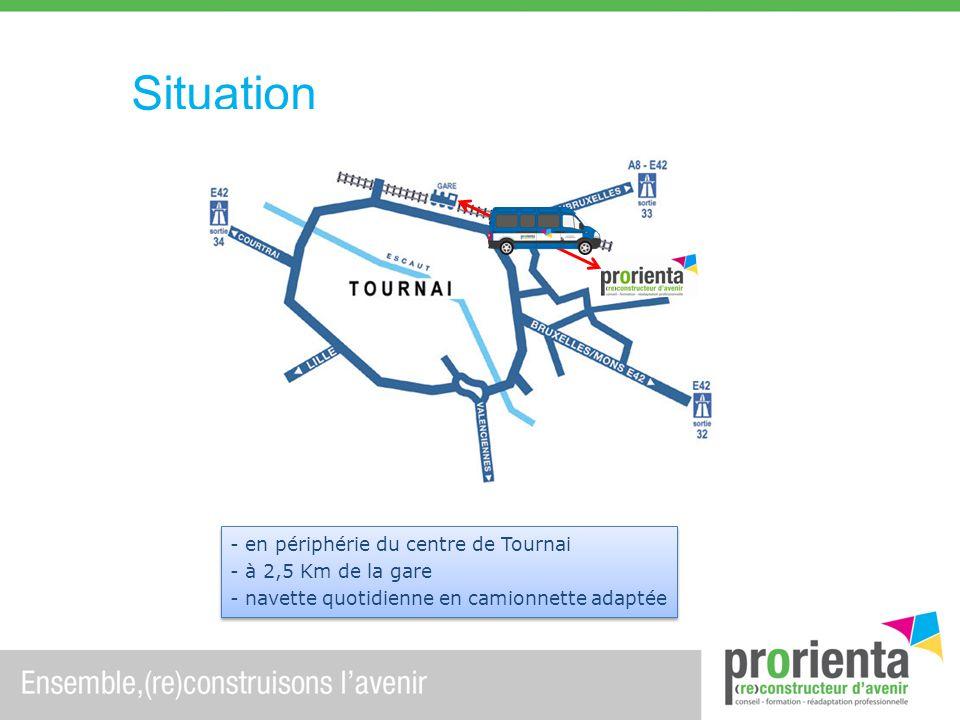 Situation - en périphérie du centre de Tournai - à 2,5 Km de la gare - navette quotidienne en camionnette adaptée - en périphérie du centre de Tournai