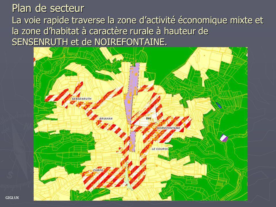 Passage de la zone forestière à la zone urbanisée Giratoire de Menuchenet réalisé en 2009 4 bandes sans berme centrale Zone commerciale (garage automobile, grande distribution, brasserie, meubles,…)