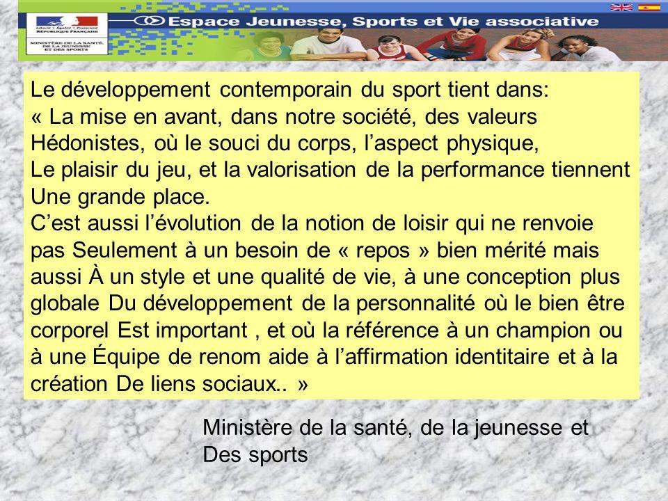 Le développement contemporain du sport tient dans: « La mise en avant, dans notre société, des valeurs Hédonistes, où le souci du corps, laspect physique, Le plaisir du jeu, et la valorisation de la performance tiennent Une grande place.