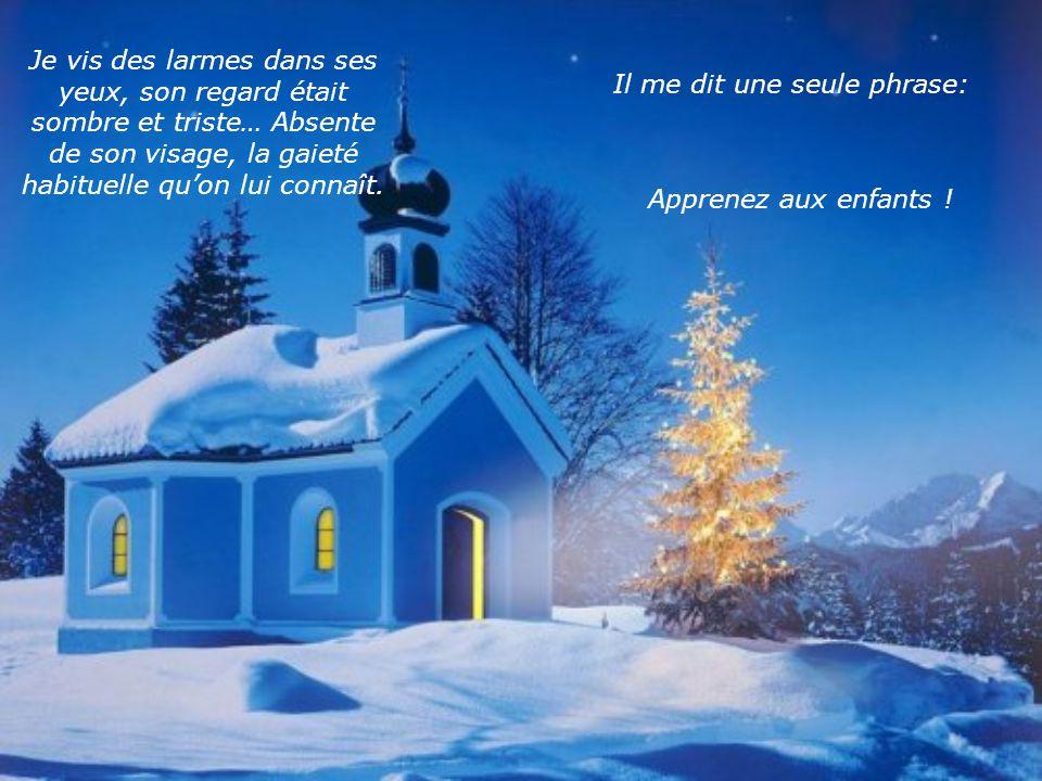 Le Père Noël alluma les petites lumières du sapin et prit un cadeau de sous larbre.