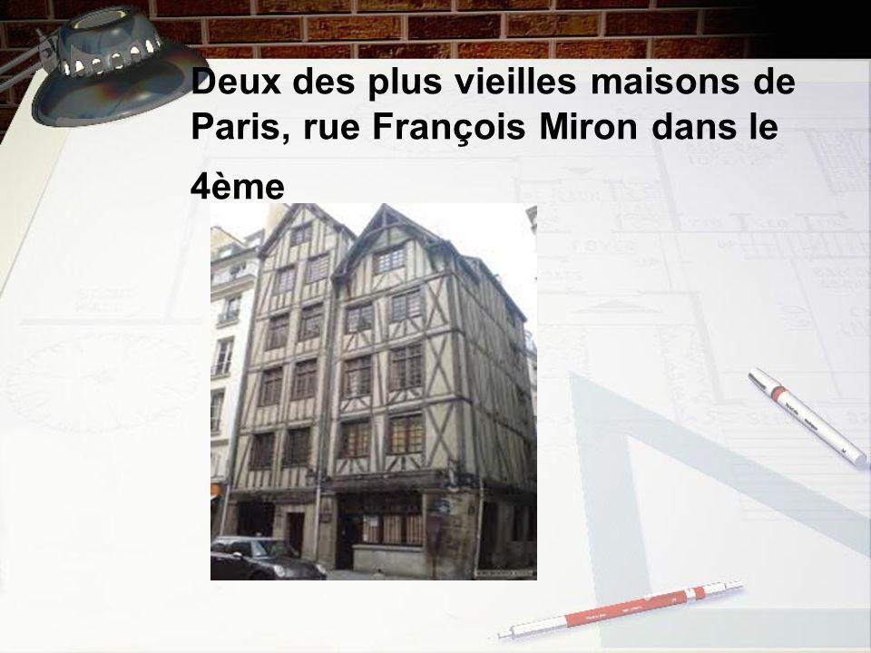 Deux des plus vieilles maisons de Paris, rue François Miron dans le 4ème