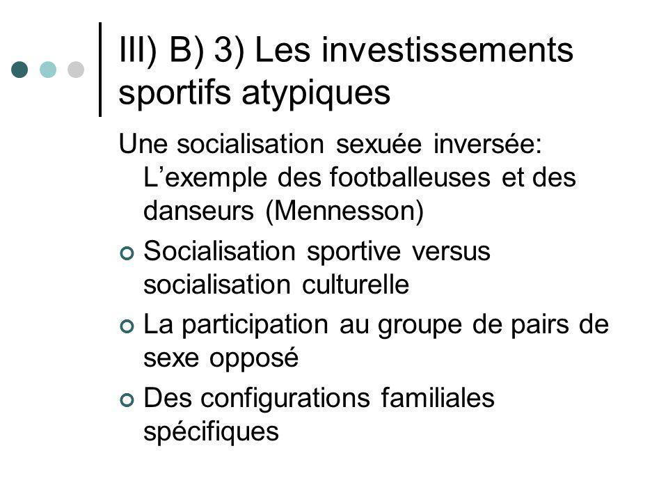 III) B) 3) Les investissements sportifs atypiques Une socialisation sexuée inversée: Lexemple des footballeuses et des danseurs (Mennesson) Socialisat