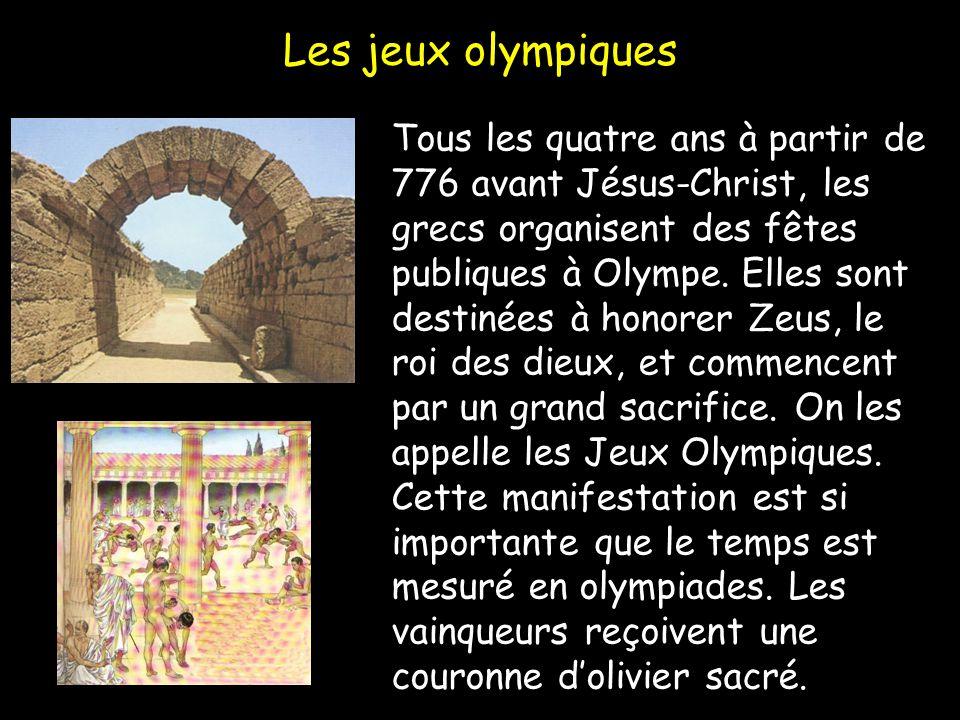 Les jeux olympiques Tous les quatre ans à partir de 776 avant Jésus-Christ, les grecs organisent des fêtes publiques à Olympe. Elles sont destinées à