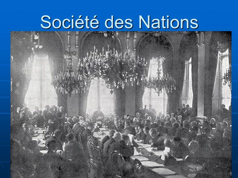 Société des Nations Création de la SDN à Genève (Suisse) Objectifs: gérer les conflits entre États et de préparer le désarmement qui mènerait à une paix universelle.