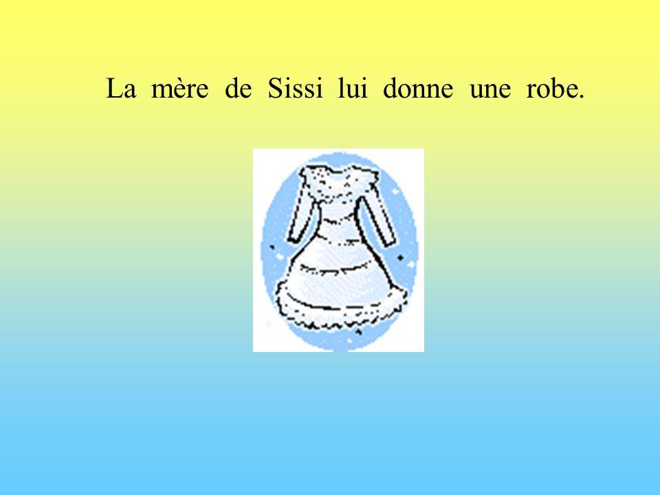 La mère de Sissi lui donne une robe.