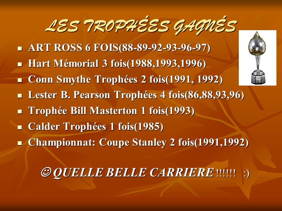 LES TROPHÉES GAGNÉS ART ROSS 6 FOIS(88-89-92-93-96-97) ART ROSS 6 FOIS(88-89-92-93-96-97) Hart Mémorial 3 fois(1988,1993,1996) Hart Mémorial 3 fois(1988,1993,1996) Conn Smythe Trophées 2 fois(1991, 1992) Conn Smythe Trophées 2 fois(1991, 1992) Lester B.