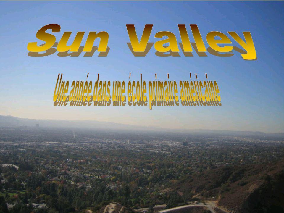 Sun Valley est un district de la vallée de San Fernando dans la ville de Los Angeles en Californie, accessible par lautoroute I-5 Nord, approximativement 25min jusquà 40 min en cas de forte circulation à partir de Los Angeles.