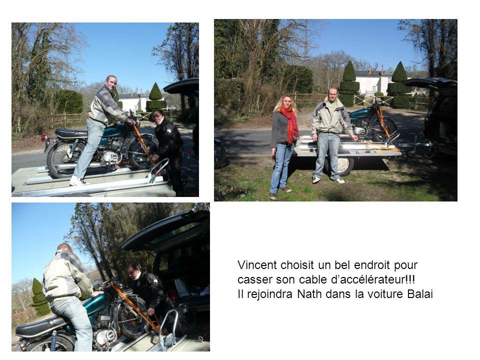 Vincent choisit un bel endroit pour casser son cable daccélérateur!!! Il rejoindra Nath dans la voiture Balai