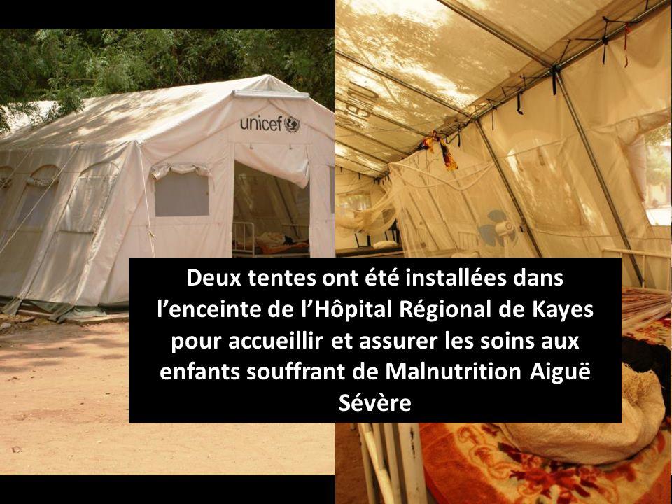 Deux tentes ont été installées dans lenceinte de lHôpital Régional de Kayes pour accueillir et assurer les soins aux enfants souffrant de Malnutrition Aiguë Sévère