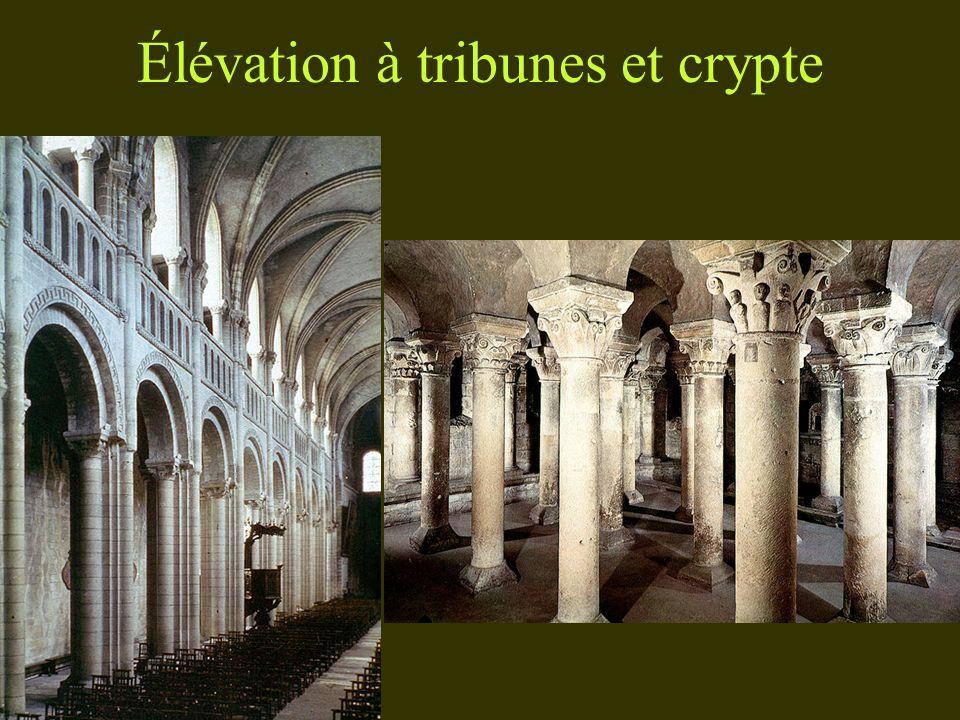Élévation à tribunes et crypte