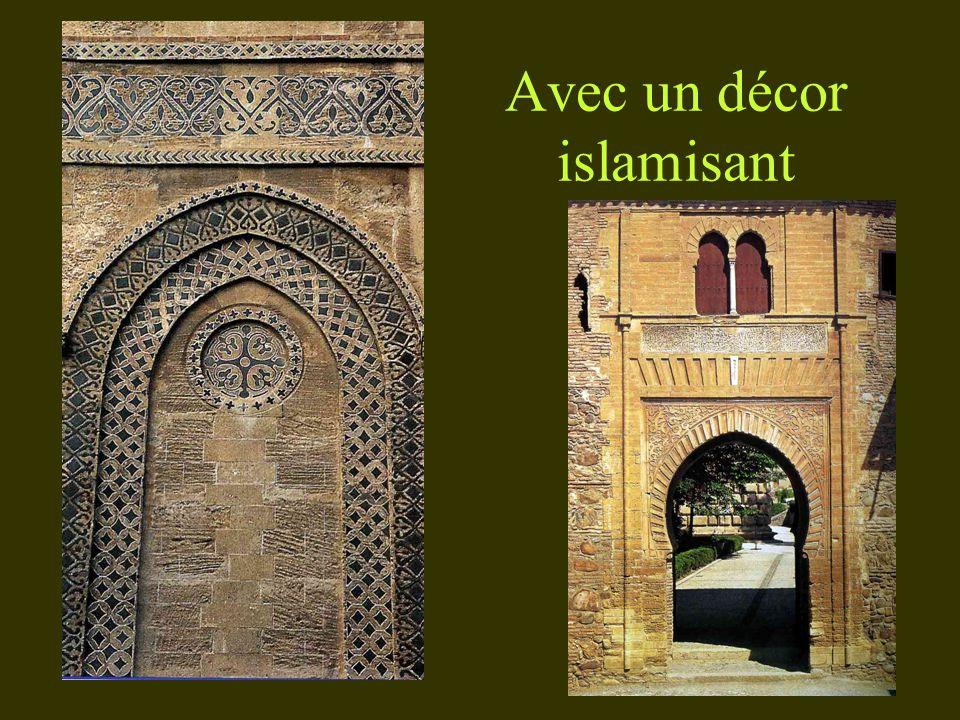 Avec un décor islamisant
