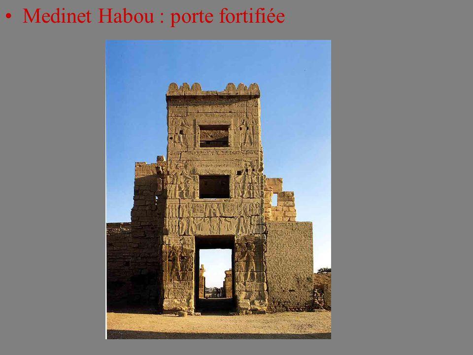 Medinet Habou : porte fortifiée