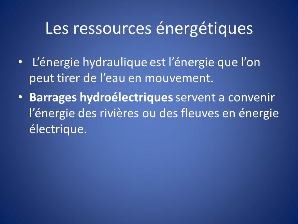Les ressources énergétiques Lénergie hydraulique est lénergie que lon peut tirer de leau en mouvement. Barrages hydroélectriques servent a convenir lé
