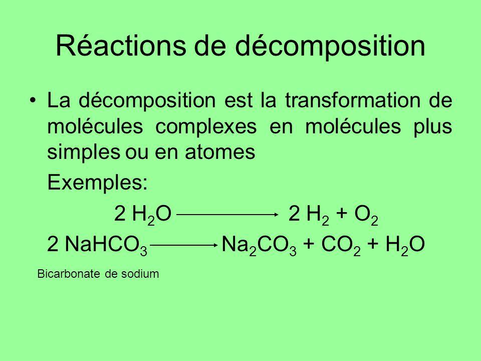 Réactions de décomposition La décomposition est la transformation de molécules complexes en molécules plus simples ou en atomes Exemples: 2 H 2 O2 H 2