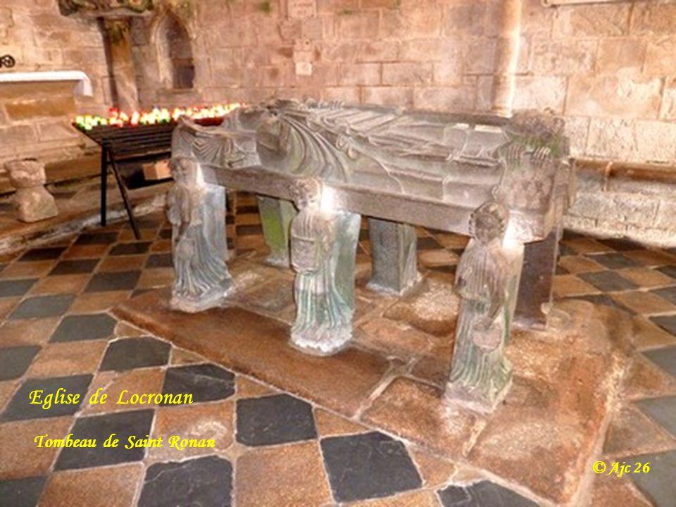 Eglise de Locronan et sa chaire à prêcher © Ajc 26