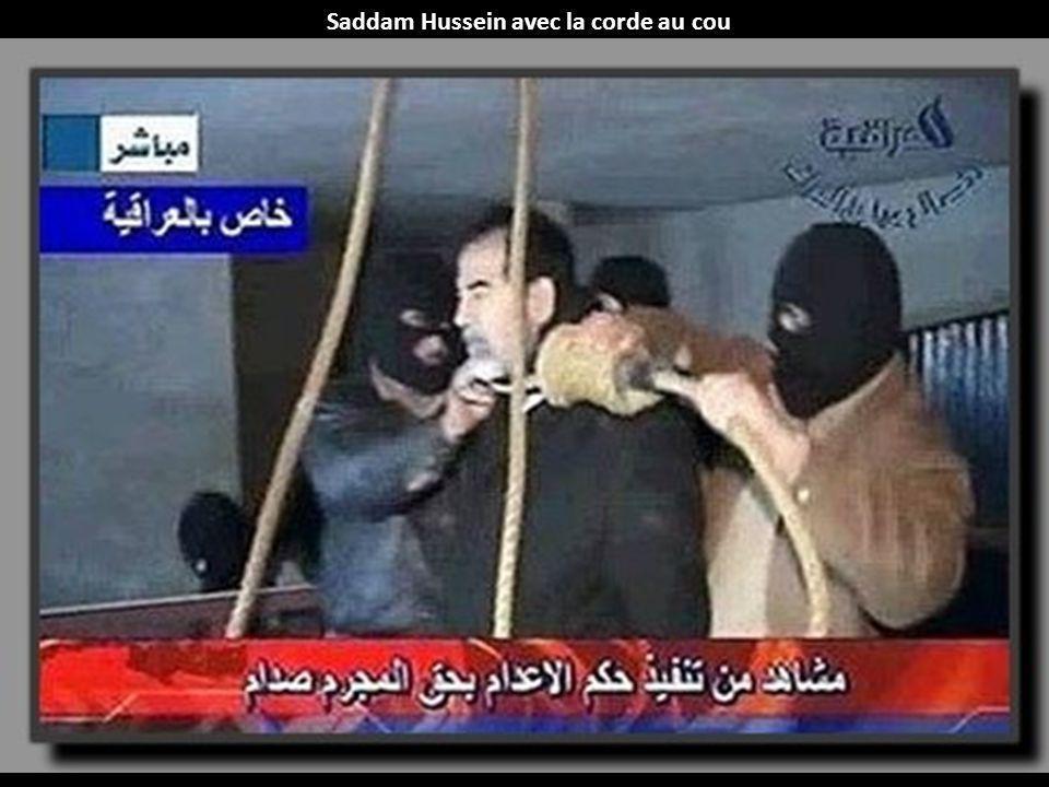 Saddam Hussein avec la corde au cou
