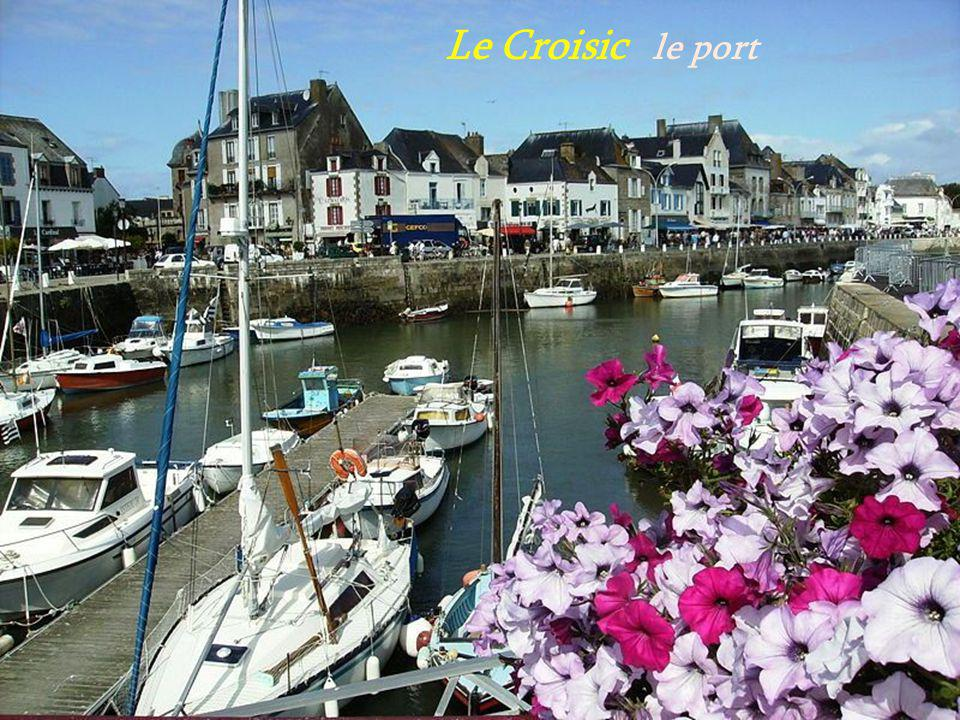 Le Croisic le clocher vu du port