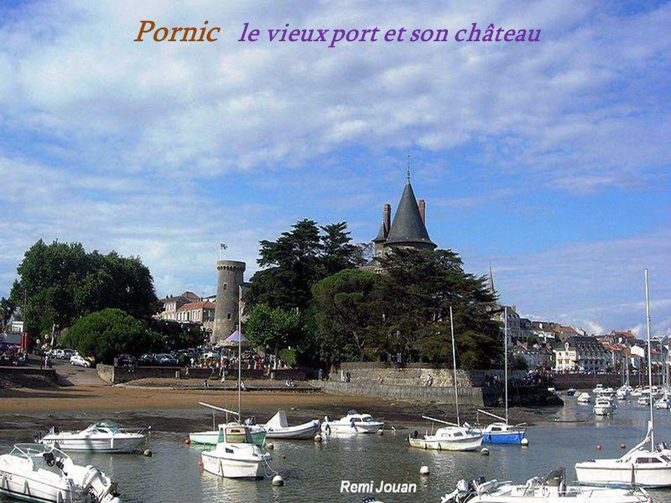 Une petite rue Pornic Le château