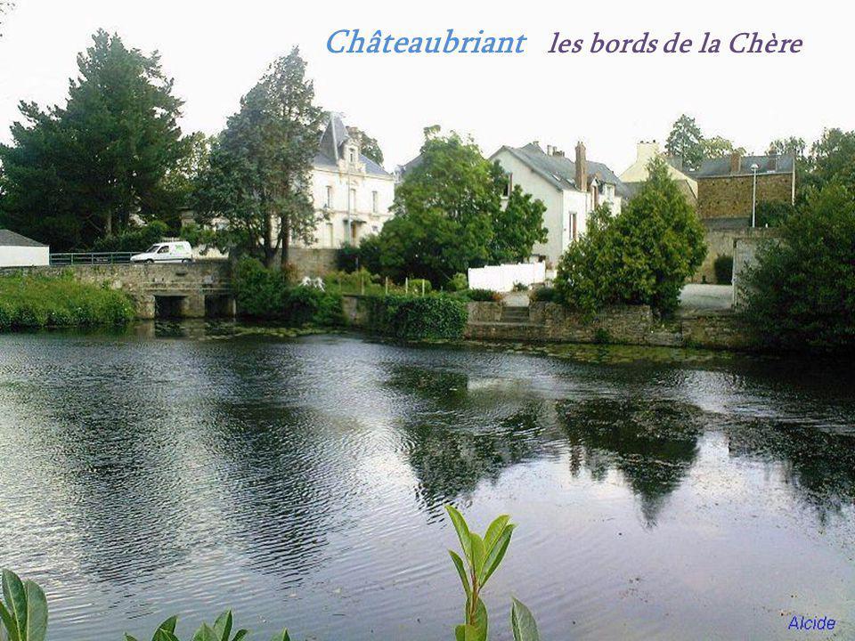 Moulin à vent. Batz-sur-Mer. Clocher, église Saint-Guénolé