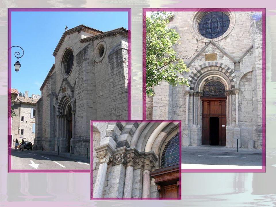 La cathédrale Notre-Dame et Saint-Thyrse, appelée aussi Notre-Dame des Pommiers, chef-dœuvre de lart lombard- provençal, fut construite dans la deuxiè