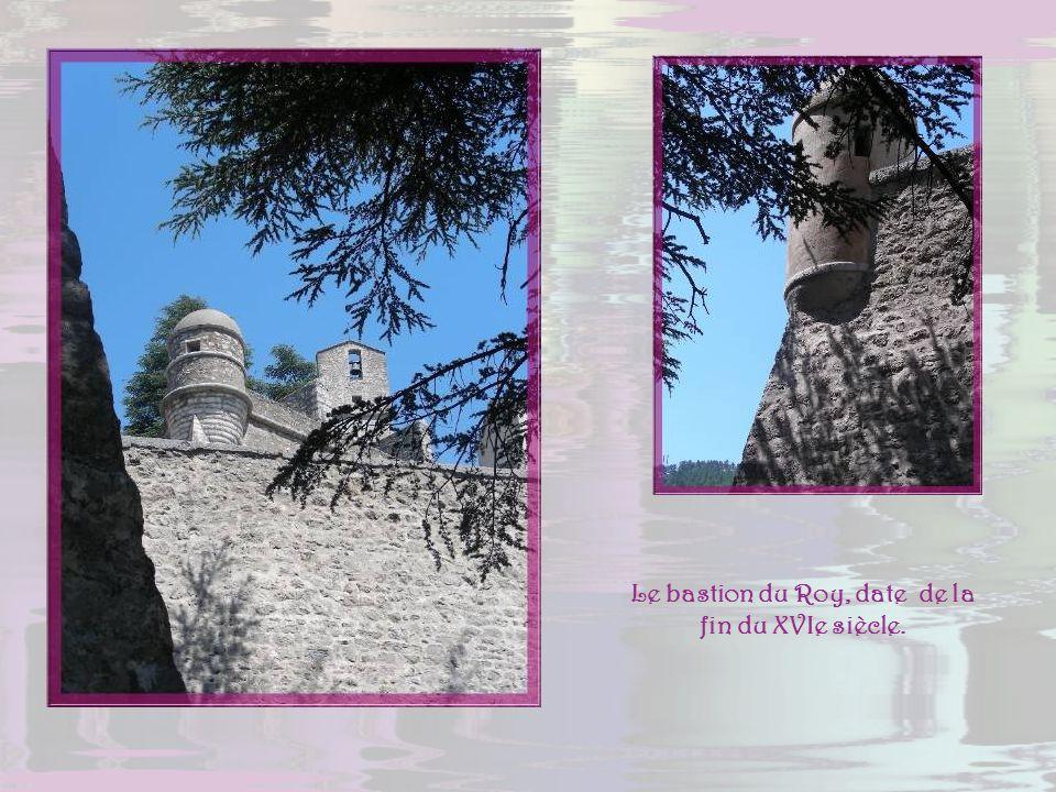 Ce plan, photographié à lentrée de la forteresse, donne une bonne idée de son importance. Elle est dominée en son point le plus élevé par le donjon et