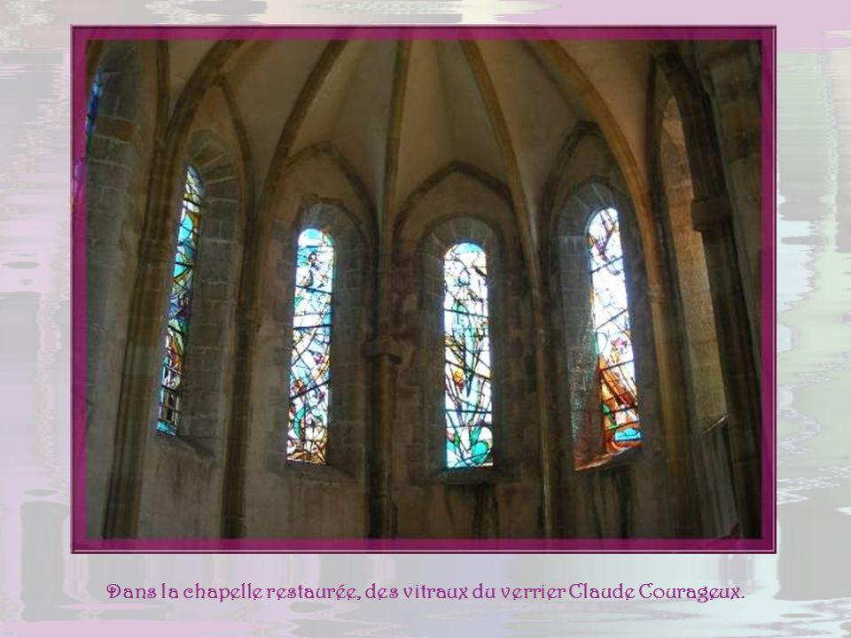 De la citadelle la vue est parfaite sur lautre côté de la Durance, le village de Saint-Dominique et le rocher de la Baume.